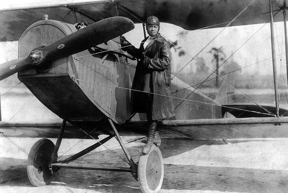 Bessie Coleman and her plane (1922)